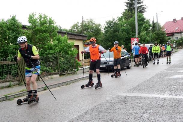 Uczestnicy rajdu Skikome na Kaszebe 2017 na trasie