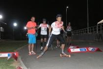 Nocne sprinty na nartorolkach – po raz pierwszy więcej kibiców niż startujących