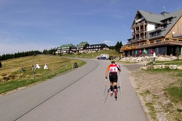 Meta niedzielnego Karkonoskiego ćwierćmaratonu znajduje się na Przełęczy Karkonoskiej