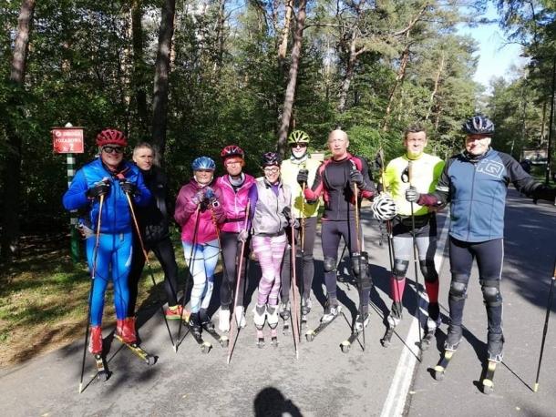 W Bydgoszczy entuzjaści nartorolek trenują razem