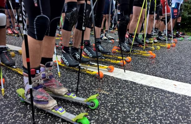 Czy warto obniżać prędkości sprzętu w zawodach na nartorolkach?