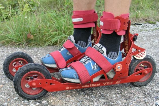 Do jazdy na Skike V07 wystarczą zwykłe buty.