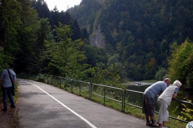 Scieżka asfaltowa po polskiej stronie